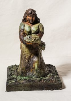 Mujer de Agua Verde 2019 Técnica: ferrocemento Medidas: 40cm (largo) x 40cm (ancho) x 60cm (altura)